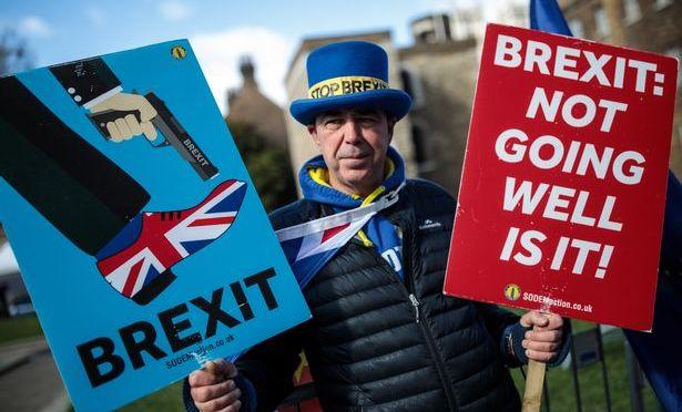 Brexit: La Serie noire continue pour Theresa May